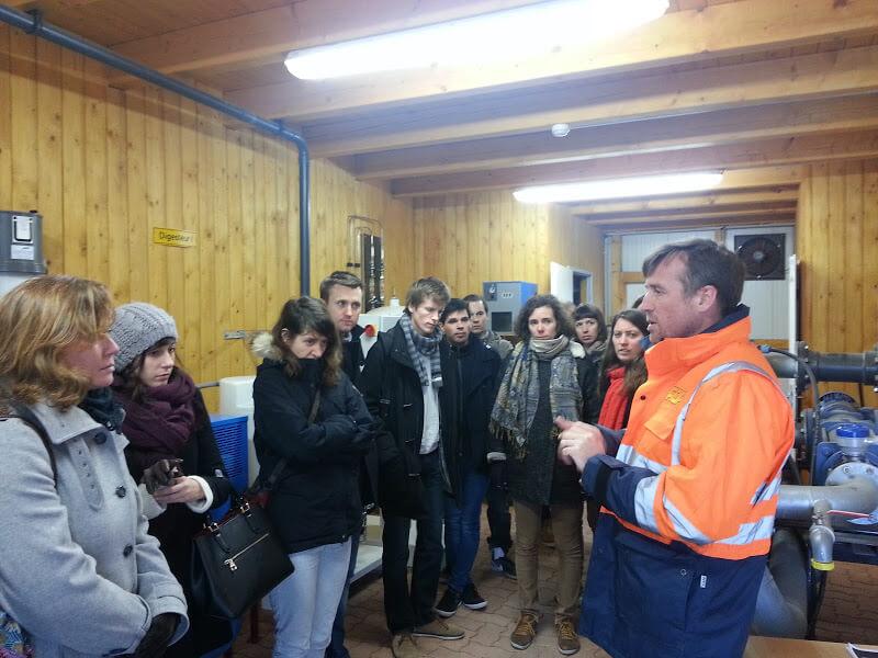 Visite des étudiants sur le site, accompagnés par le propriétaire François-Xavier LÉTANG